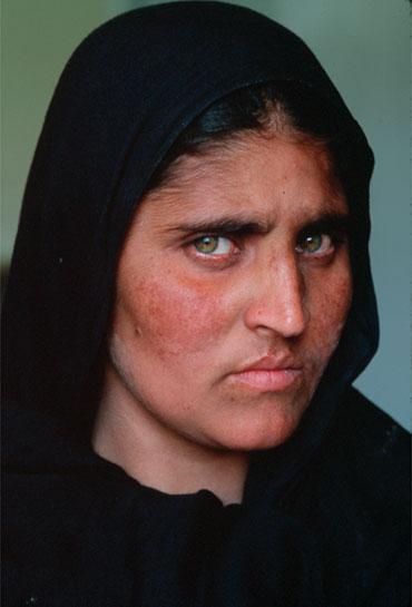 sharbat-gula-chica-afgana-10