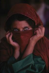 sharbat-gula-chica-afgana-8