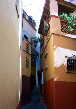 Callejón del Beso (The Alley of the Kiss)