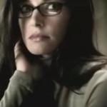 mujer inteligente gafas