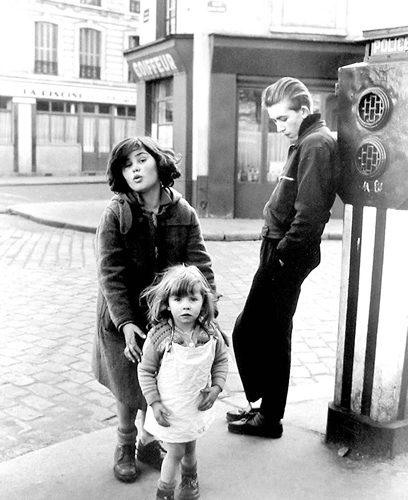 robert-doisneau-22-les-enfants-de-la-place-hebert-1957