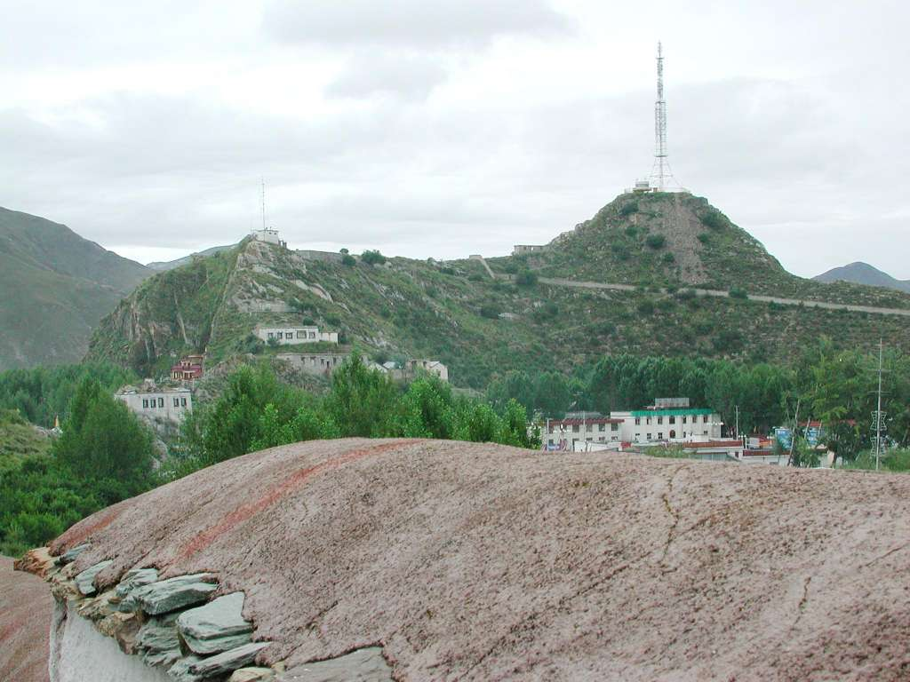 03_hill_visavis_from_potala_with_antenna