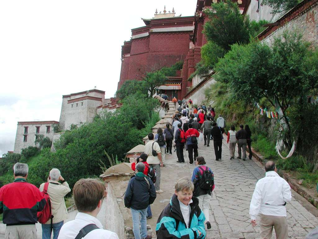 07_people_walking_up_potala_hill