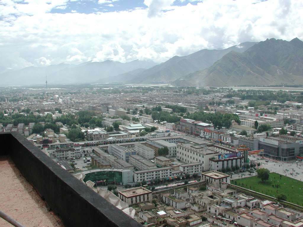 17_view_from_potala_roof_towards_southeast_lhasa
