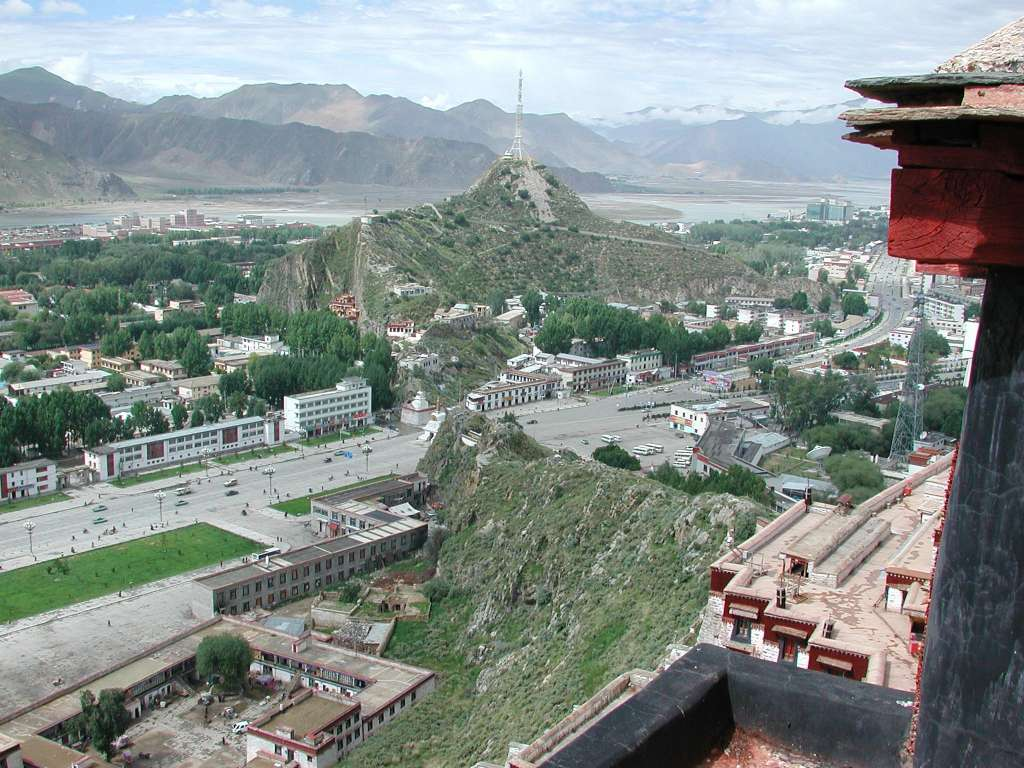 20_view_from_potala_roof_towards_southwest_lhasa