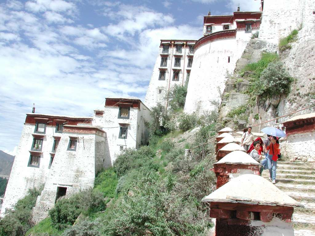 23_walking_down_potala