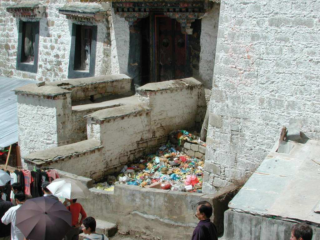 24_waste_deposit_at_base_of_potala
