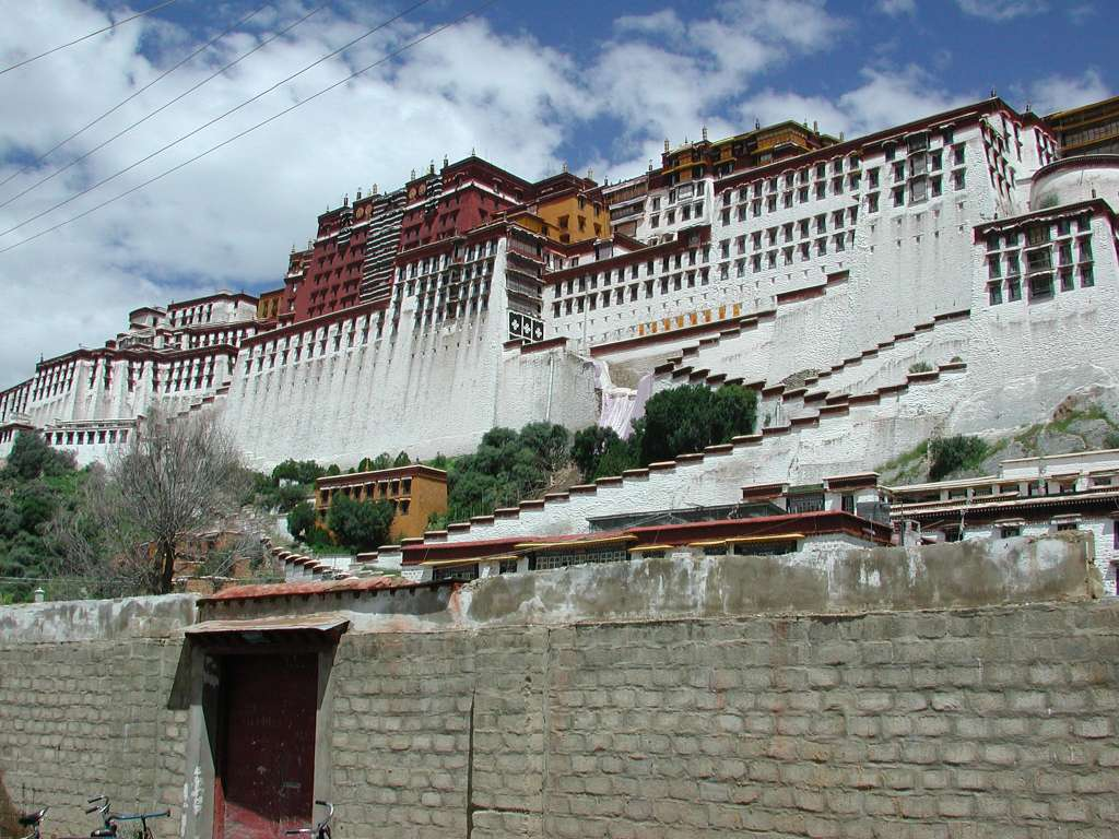 28_overview_potala_from_south