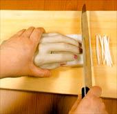 chindogu-08-mano-cortar
