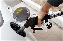 manguera-deposito-gasolinera-combustible