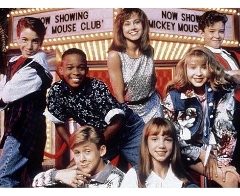 Britney, Justin y Christina están más a la derecha de la imagen