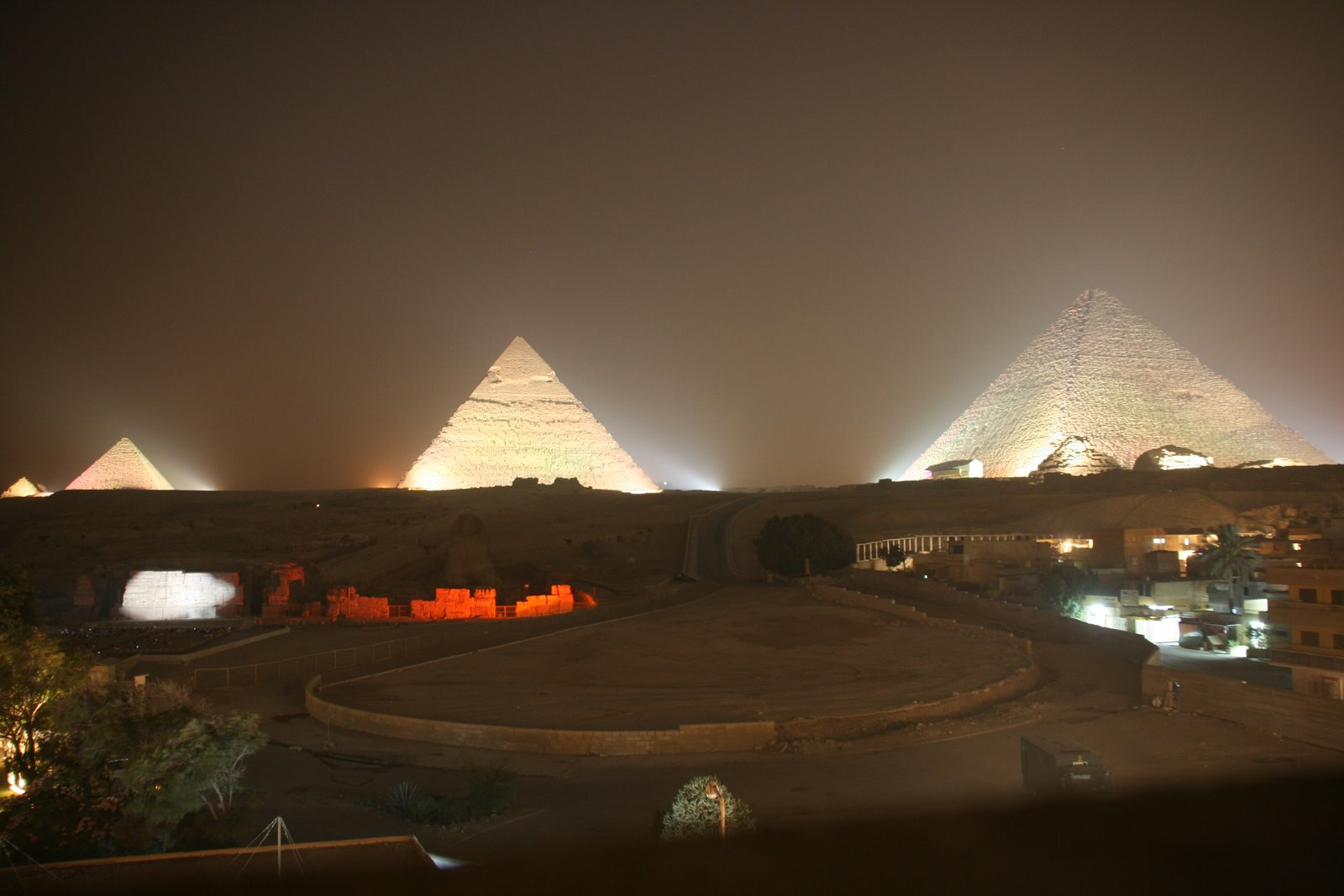 piramides giza noche