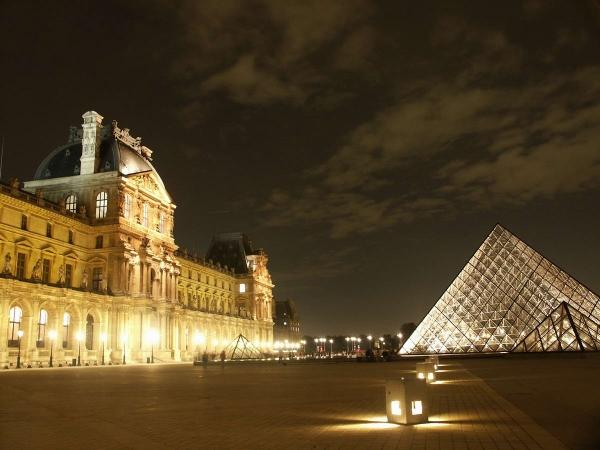 imagen-noche-nocturno-louvre-pyramide-nuit