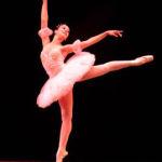 ¿Por qué las bailarinas bailan de puntillas?