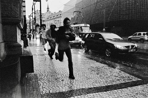 corriendo lluvia