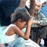 Espectáculo en la India: brazo de un niño aplastado