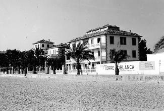benidorm-fotos-playa-levante-1964-actual-edificio-iberia