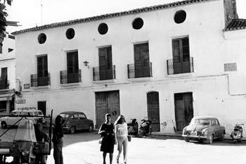 benidorm-fotos-plaza-constitucion-hostal-1960