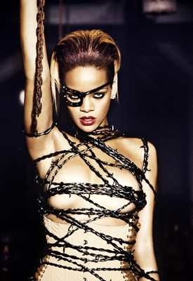 Rihanna_Russian_Roulette_photoshoot