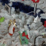 Arbol de Navidad lleno de gadgets electrónicos