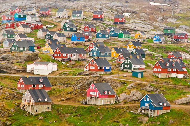 casas groenlandia islandia Tasiilaq coloridas