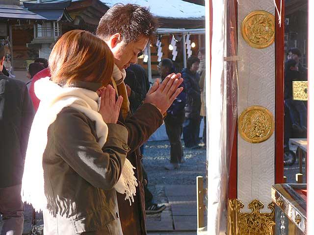 japon navidad ano nuevo hatsu mode rezando plegarias