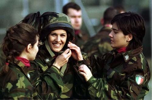 mujeres-militares-mundo-07