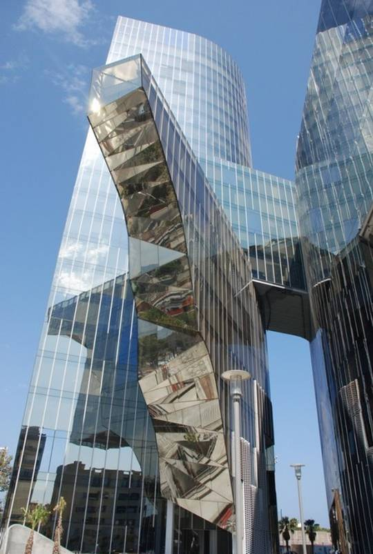 Construcciones impresionantes 4 blogodisea for Oficina gas natural badalona