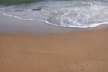 orilla-playa-arena-mojada