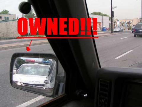 owned-policia-coche