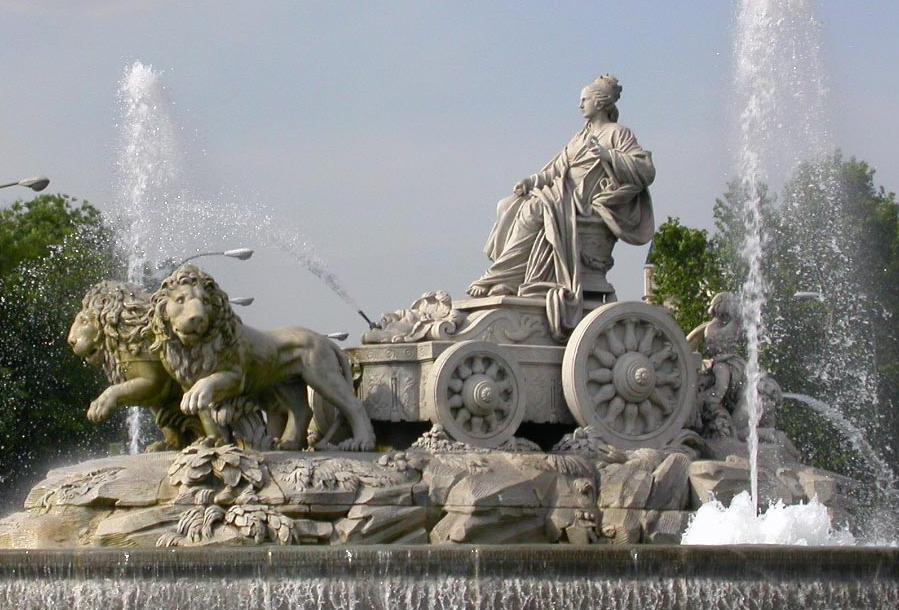 Estatua de Rea en la plaza de la Cibeles en Madrid