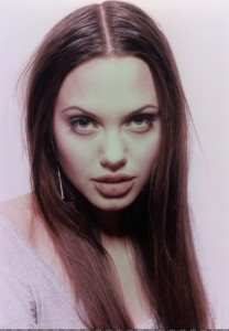 angelina-jolie-joven-young-03