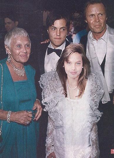 angelina jolie oscar1986 joven