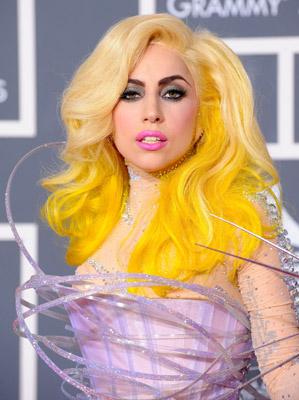 lady-gaga-2010-grammy-awards-yellow-hair