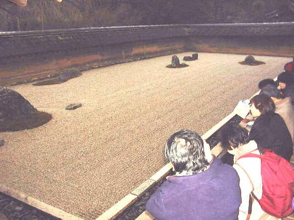 ryoanji-jardin-zen-rocas-grava-japones-japon-03