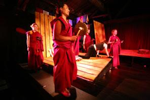 tibet tibetanos teatro drama tragicomedia