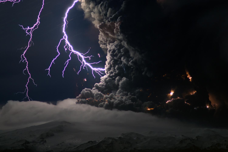 Eyjafjallajokull volcan erupcion rayos lava