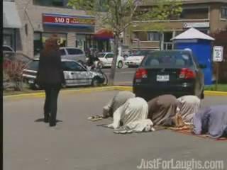 broma camara oculta humor musulmanes rezando