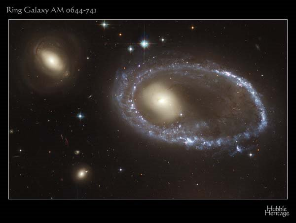 galaxia-anillo-canibalismo-engullir