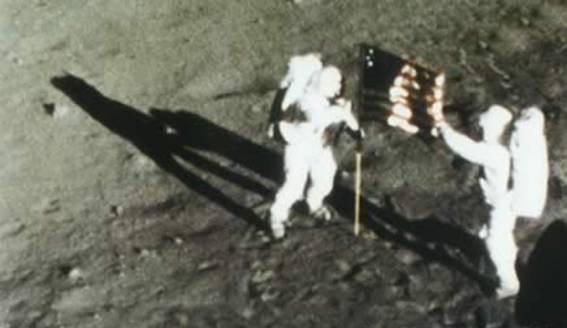luna-hombre-bandera-1969