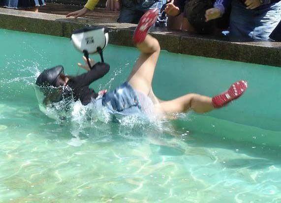 caida agua piscina