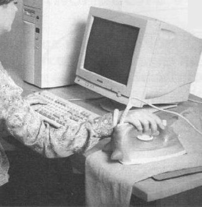 humor-informatico-mujer raton plancha