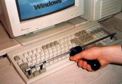 humor-informatico-reiniciar ordenador aparato