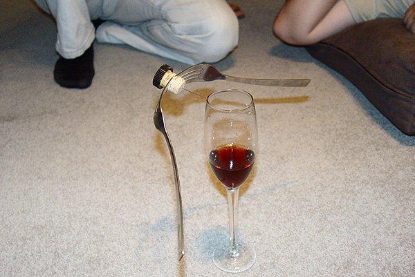 imagenes-internet-curiosas-copa-vino-equilibrio
