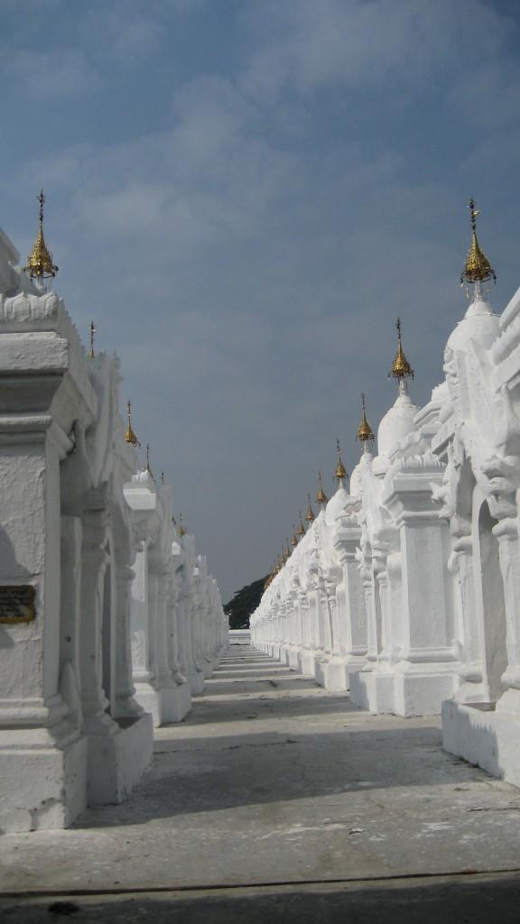 kuthodaw-mandalay-kyauksa-gu-pagoda-budista