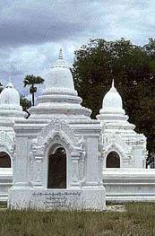 kuthodaw-mandalay-kyauksa gu stupa hti