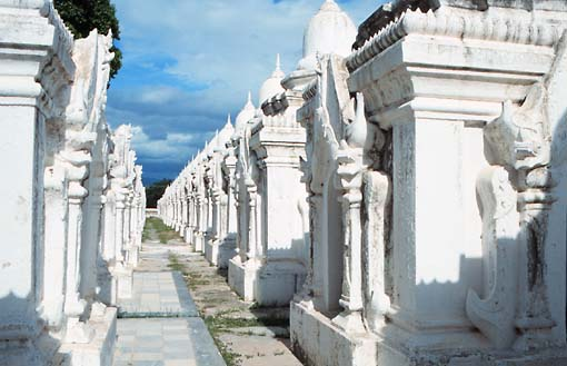 kuthodaw-mandalay-tipitaka-pali-book-bigger-world