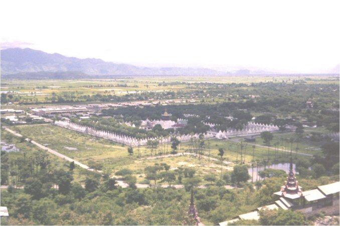 kuthodaw-mandalay-vista-lejana-templo-budista