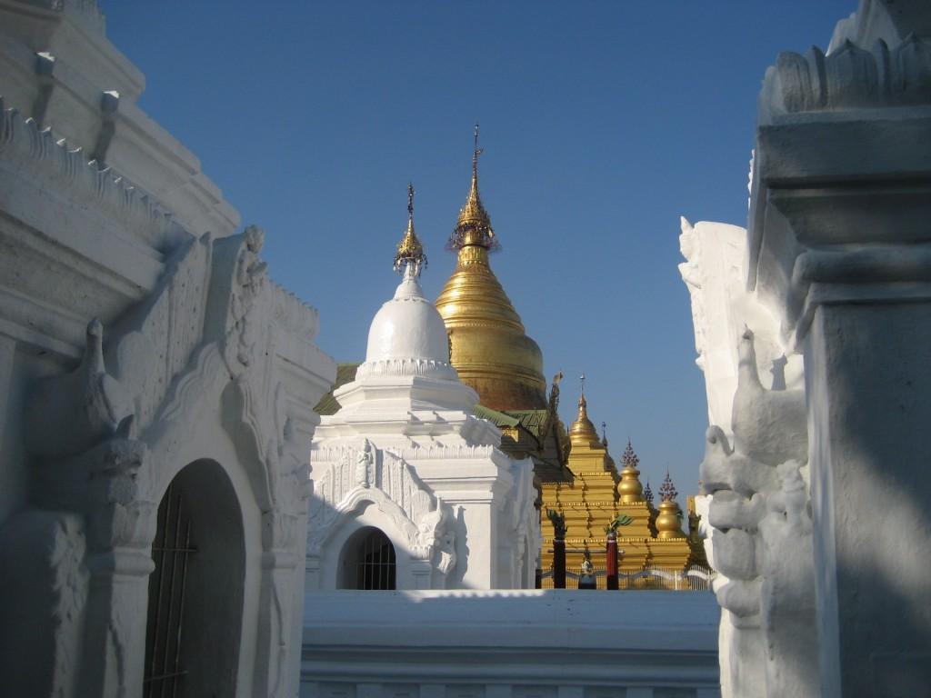 kuthodaw-myanmar-birmania-burma-pagoda