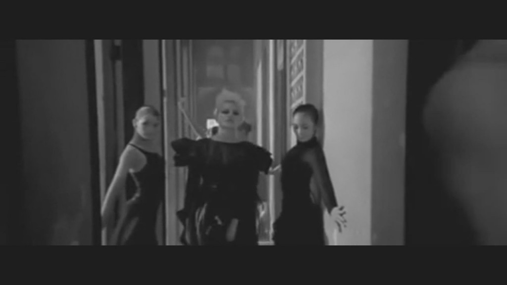 pixie-lott-cry-me-out-video-12
